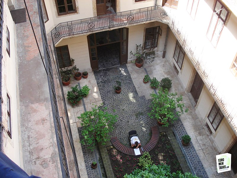 budapest-courtyard-the-best-cities-for-men