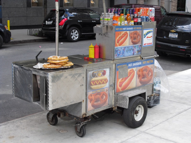 manhattan-travel-guide-street-vendor-hot-dog-cart